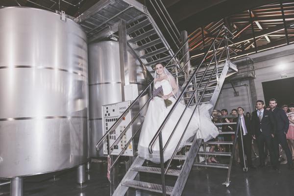 Llegada de la novia, escaleras bodega
