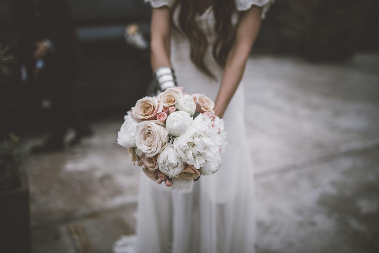 RAmo de rosas y peonías