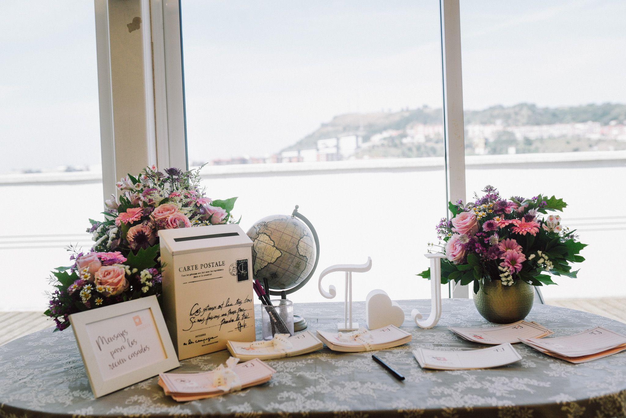 libro de firmas diseñado por Conmemöra Wedding planner, boda Bilbao Hesperia Zubialde