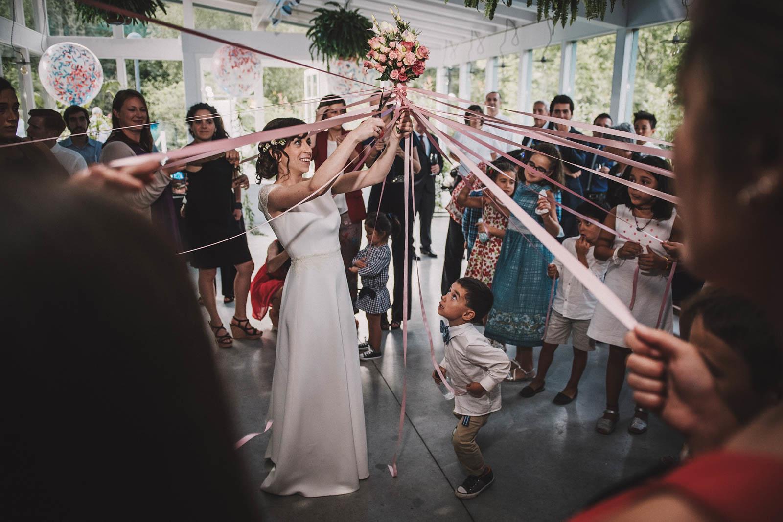 Entrega del ramo de novia, conmemora wedding planner