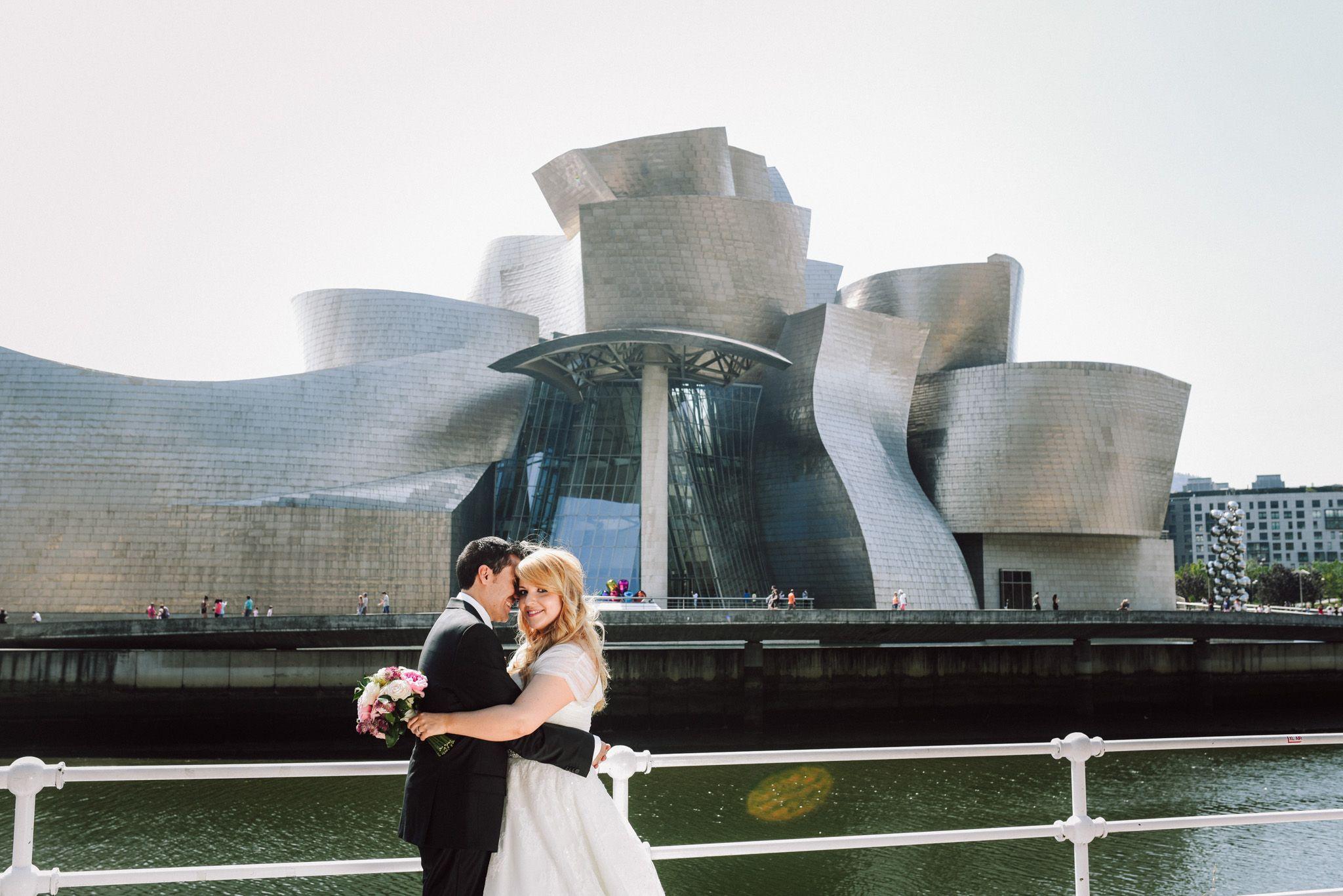 novios en el Guggenheim, boda en Bilbao