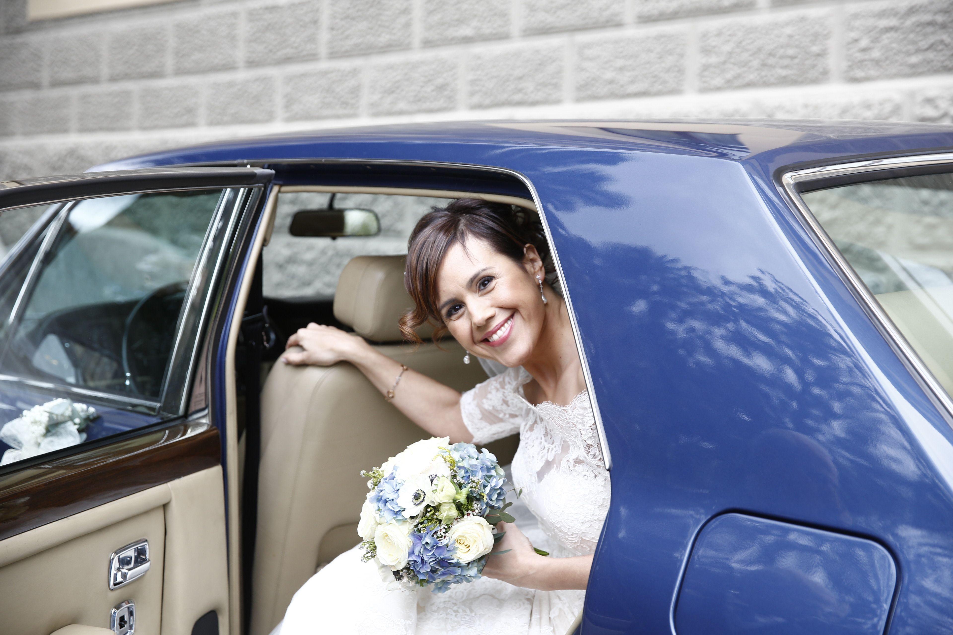 Llegada de la novia en Royce Rolls azul
