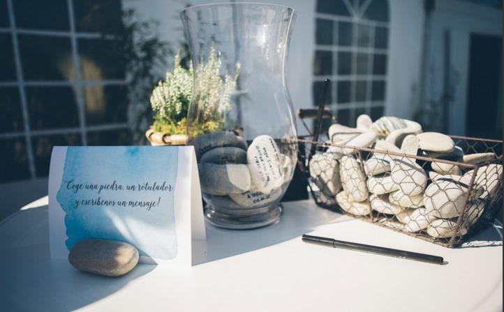 libro de firmas original, boda en quejana organizada por Conmemora wedding planner