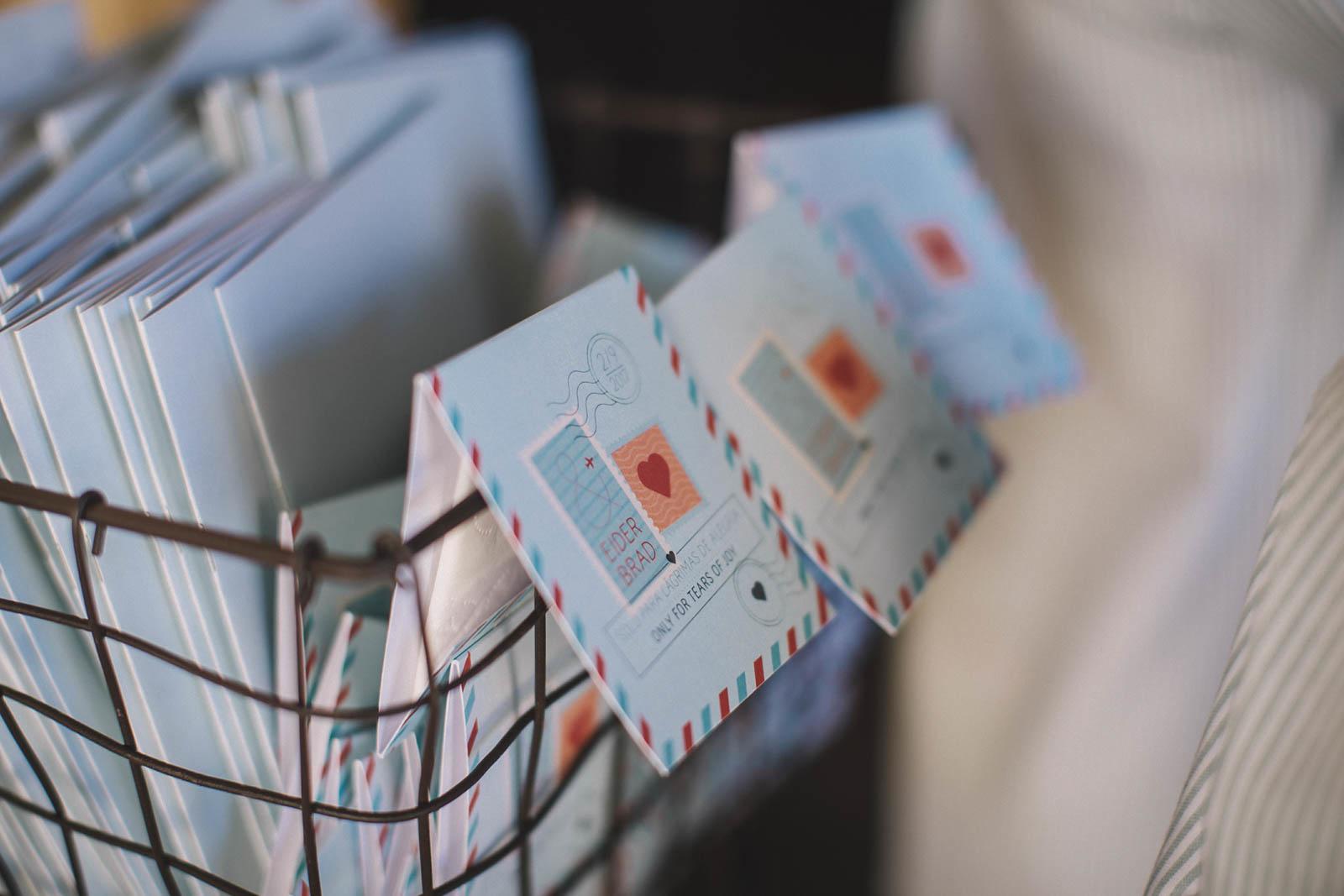 Misales y lágrimas de felicidad diseñados para la boda de E&B en Garai, organizada por Conmemora Wedding Planner