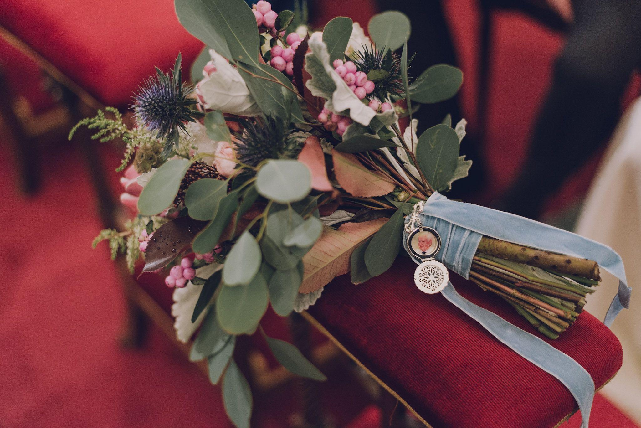 Boda en otoño en Bilbao, Boroa, Bizkaia, ramo de novia otoñal con camafeo