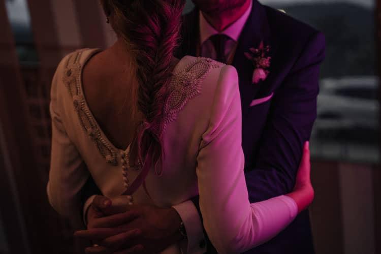 boda covip, baile con la luz del neón